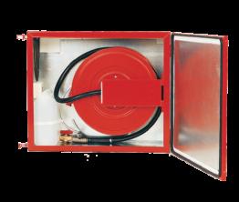 Brannslangetrommel med skumtank i oppvarmet skap